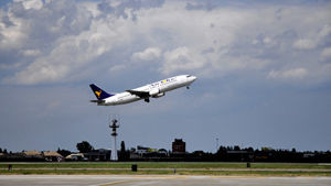 Un aereo in decollo
