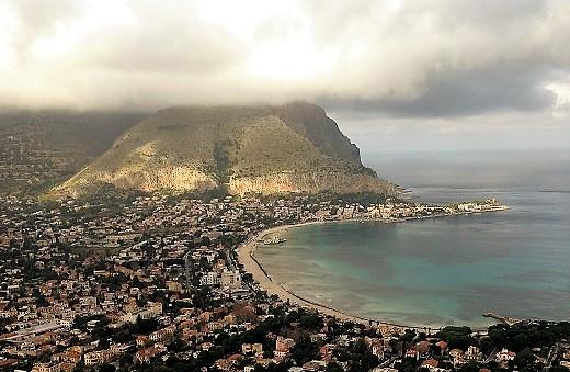 Palermo Mondello panorama con nuvole foto di Gabriele Bonafede_M_2