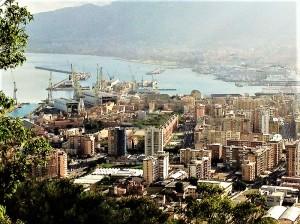 Panorama a Palermo, il porto visto da Monte Pellegrino. Foto di Gabriele Bonafede