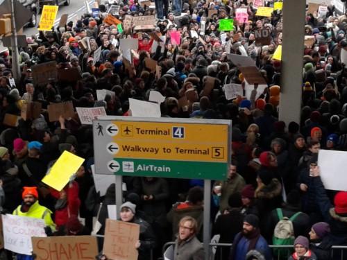 Proteste contro bando rifugiati al JFK airport2