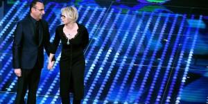 Conti e De Filippi sul palco di Sanremo 2017