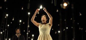 Bianco su Bianco al Teatro Biondo. Quelle luci sull'occhio interiore