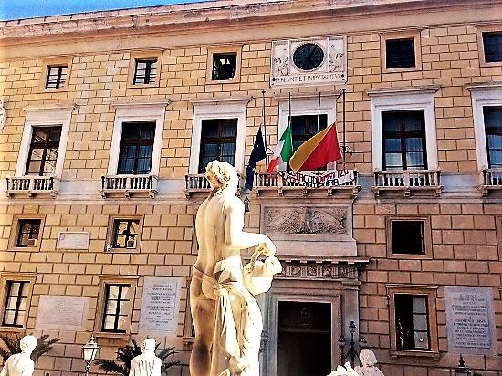 Municipio di Palermo Piazza Pretoria consiglio comunale Toto Orlando foto di Gabriele Bonafede M1