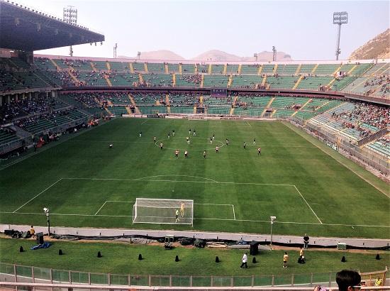Palermo - Empoli 3-3, calcio d'inizio. Il terzo gol del Palermo sarà siglato da Eddy Gnahoré