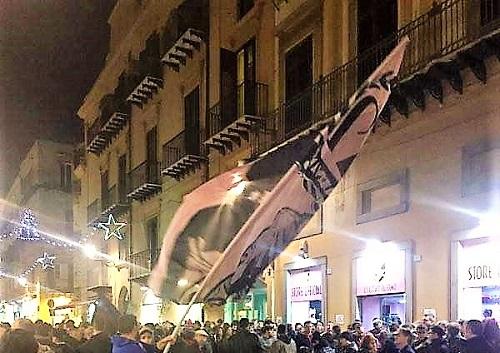 Tifosi accolgono Corini al Palermo store 2 foto di Antono Calandriello zoom