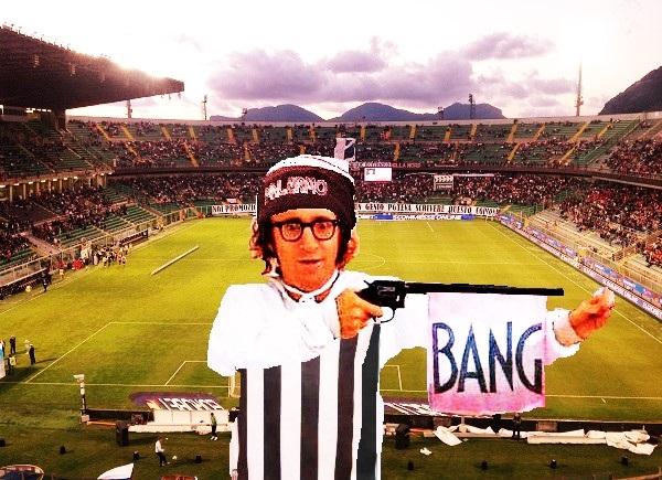 Woody Allen T nel dormiglione in Stadio Barebra con maglia Ascoli e cappellino Palermo calcio T