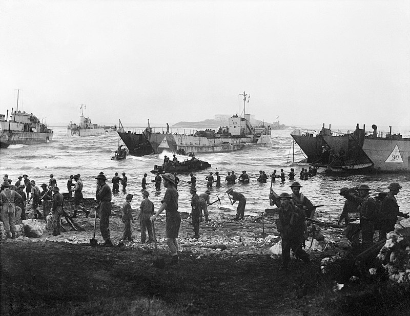 800px-Troops_from_51st_Highland_Division_unloading_stores_from_tank_landing_craft_on_the_opening_day_of_the_Allied_invasion_of_Sicily,_10_July_1943._A17916