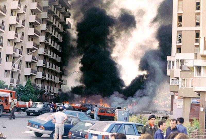 Strage di via d'Amelio nella quale furono barbaramente assassinati Borsellino e la sua scorta, il 19 luglio 1992