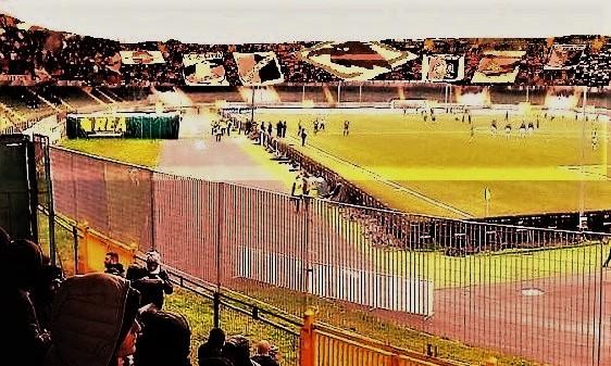 Tifosi del Palermo ad Avellino 1-3 2TTT4 OK2 T con curva nord RN