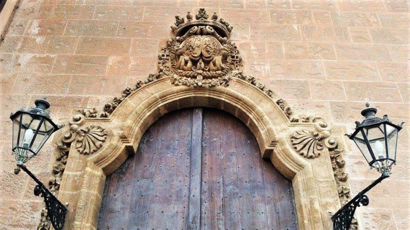 Porta d'entrata a Palazzo dei Normanni, sede ARS