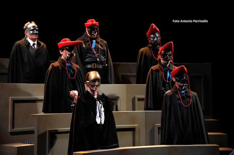 Studenti in maschera... Il Giuramento al Teatro Biondo di Palermo
