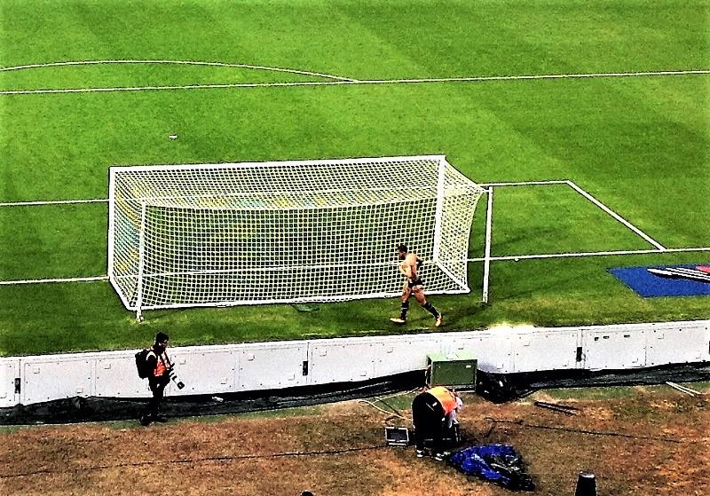 Palermo Brescia 2-0 Bellusci in mutande a fine partita 2 TT zoom M