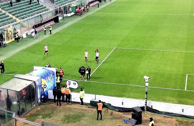 Palermo Brescia 2-0 Gnahore festeggia con i tifosi zoom TM