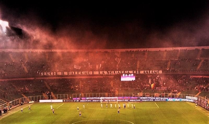 Cielo rosa e nero sul Palermo...