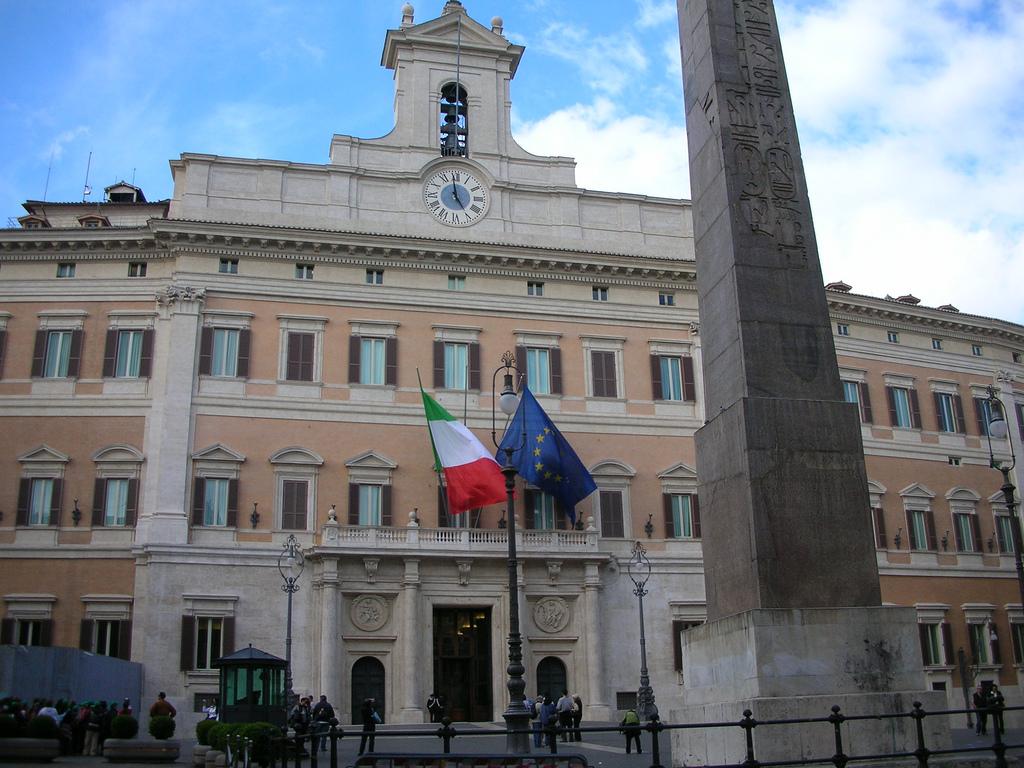 Parlaento italiano foto tratta da flickr