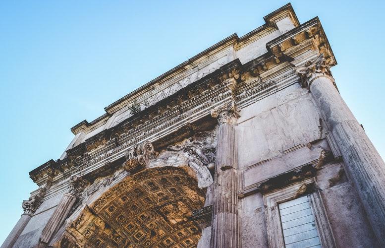 Arco di Trionfo a Roma foto di Jace Grandinetti da Unsplash
