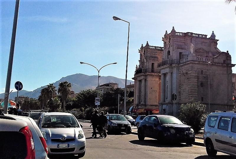 Traffico al foro Italico Palermo zoom M T2