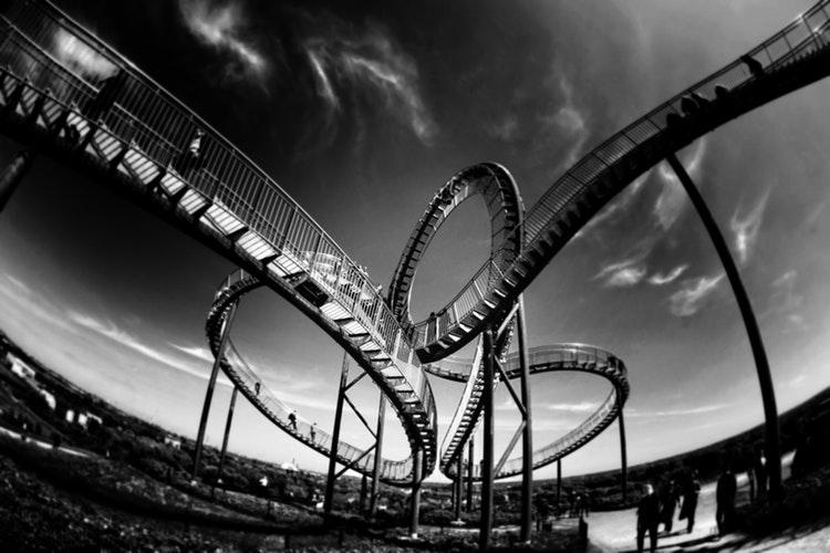 Ottovolante Roller Coaster foto di Mark Asthoff da unsplash