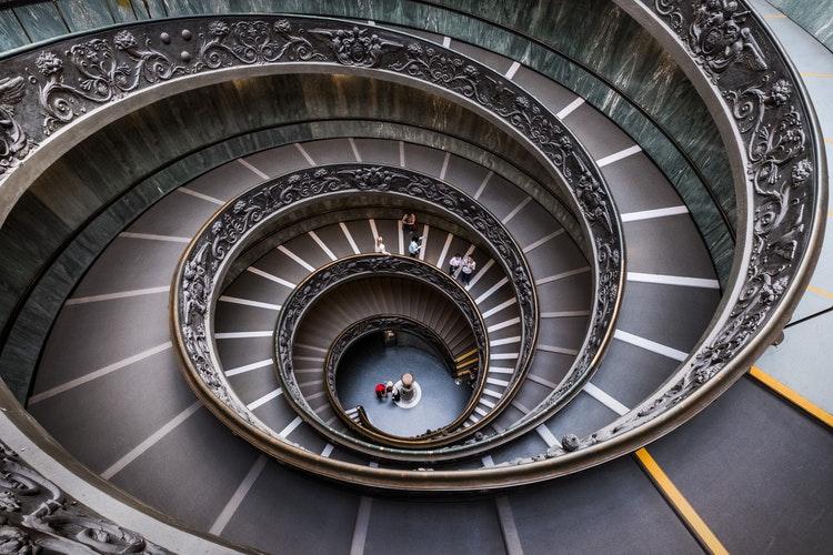 Vaticano foto di Nicolas Hoizey da unsplash