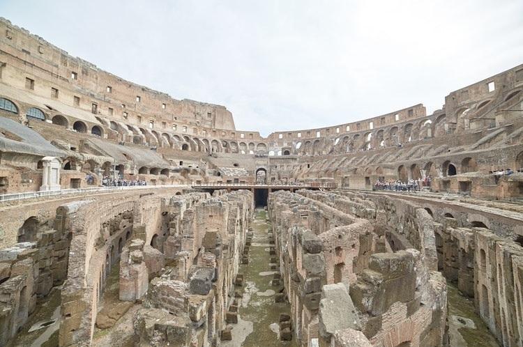 Crisi e decadenza Roma Colosseo foto di Matthew Schwarz da unsplash