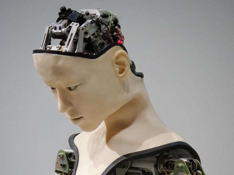 Robot, foto di Franck V da unsplash zoom