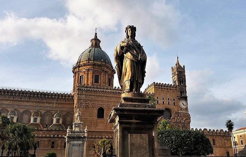 Santa Rosalia statua alla Cattedrale di Palermo foto di Giusi Andolina T zoom