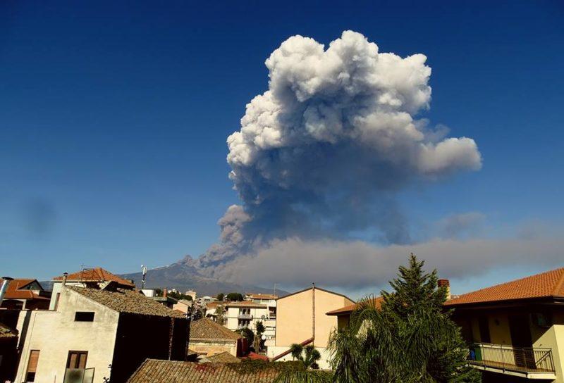 Etna inizio eruzione 24 dic 2018 foto Boris Behncke 1