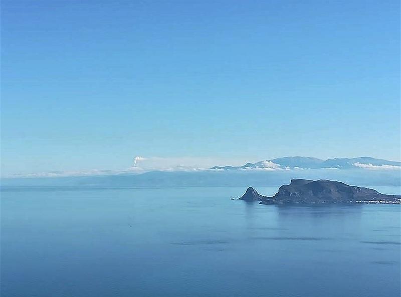 Etna visto da Monte Pellegrino, esattamente dalla statua Santa Rosalia. Foto di Emilia Tornatore pubblicata su FB