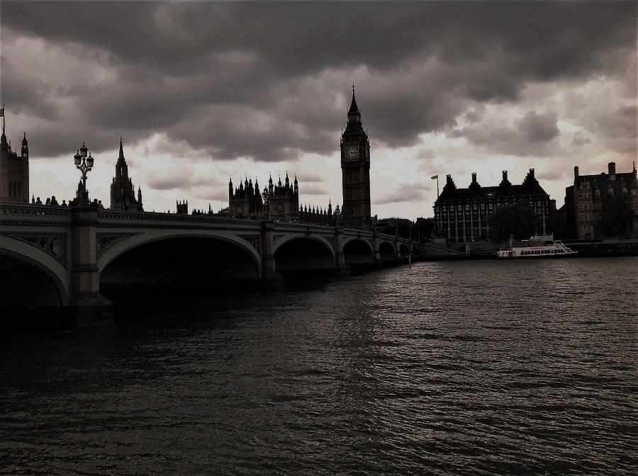 Le nuvole nere non arrivano solo nel Regno Unito
