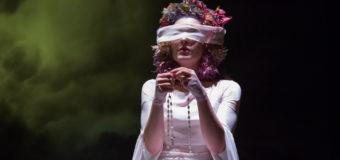 """""""Chi vive giace"""": al Teatro Biondo risplende il realismo magico siciliano"""