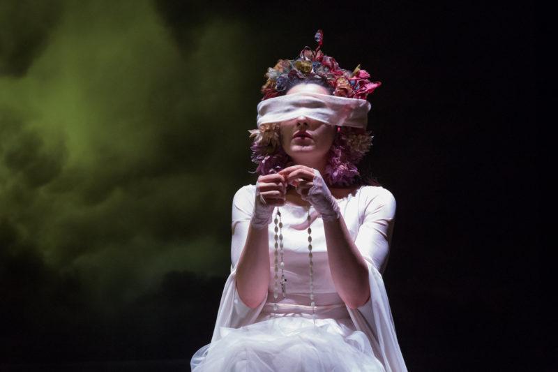 """Roberta Caronia in """"Chi vive giace"""", di Roberto Alajmo, ph © rosellina garbo 2019"""