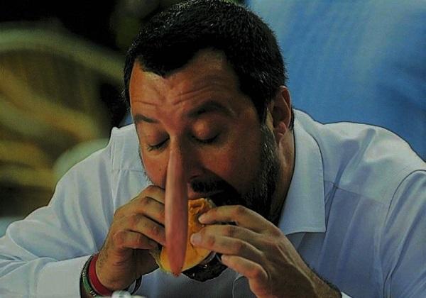 Salvini Pinocchio mangia hamburger T 2 T M