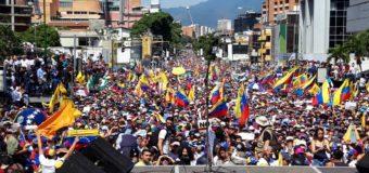 """Venezuela, generale si schiera con Guaidò: """"Il 90% delle forze armate non è con Maduro"""". Ecco il video"""