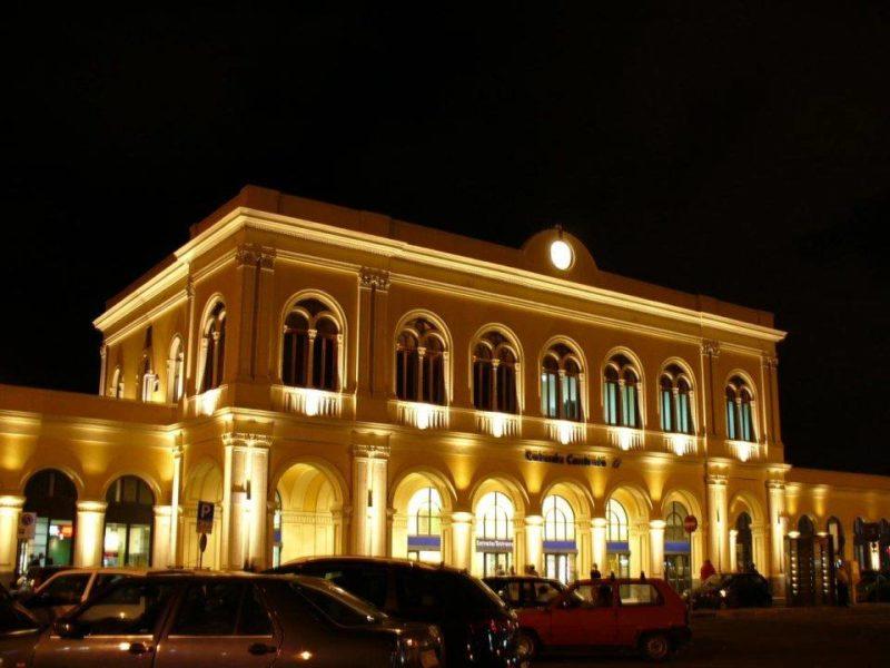 Stazione di Catania notturna