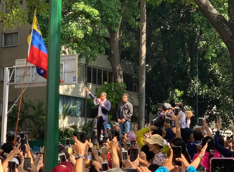 Guaido manifestazione a Caracas 30 aprile 2019 1 zoom