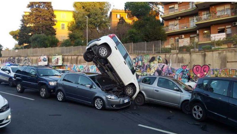 Parcheggio creativo a Roma