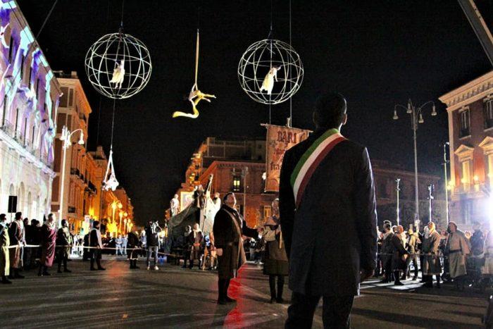 Decaro sindaco di Bari in piazza