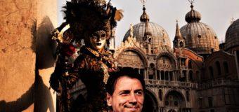 Conte e la grottesca recita con carnevale di Venezia