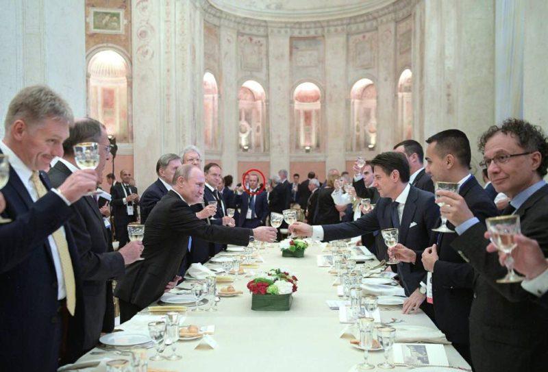 Giuseppe Conte brinda con Vladimir Putin 1