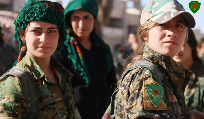 Curdi donne curde combattenti