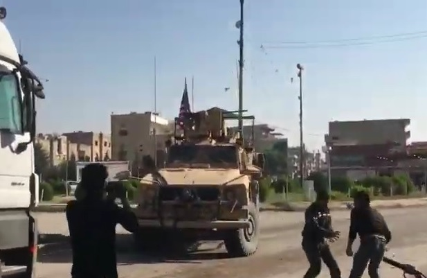 Curdi lanciano pietre e fritta marcia ai militari USA 1 z