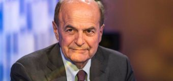 Il sorrisino di Bersani in TV e l'intervista di Renzi al Corriere