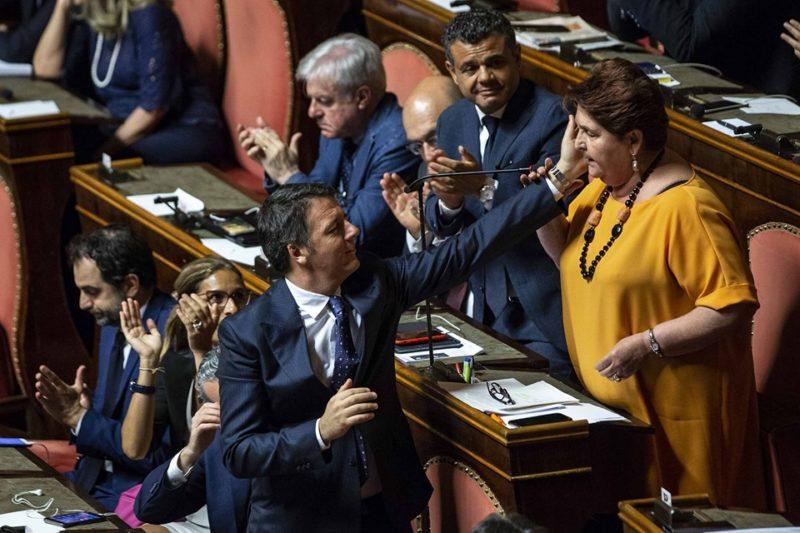 Matteo Renzi con la Bellanova in Parlamento