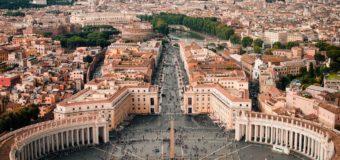 """Roma val bene una Raggi. Zingaretti da un """"credo"""" a un altro"""