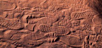 Strani reperti nel deserto terrestre. La relazione degli archeologi