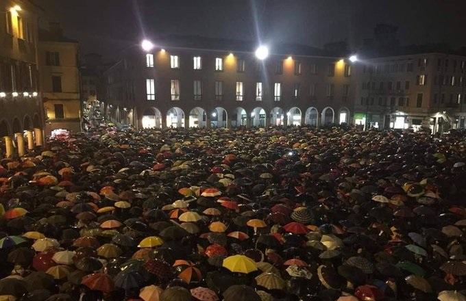 Sardine a Modena con la pioggia 3 M