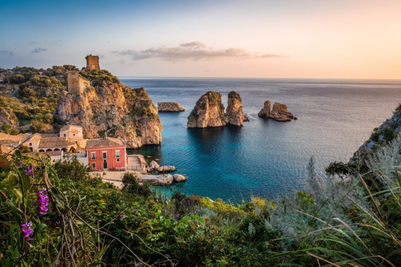 Un'icona del turismo in Sicilia. Photo by Samuel Ferrara on Unsplash