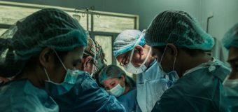 In guerra comandano i militari, in epidemia comandano i medici