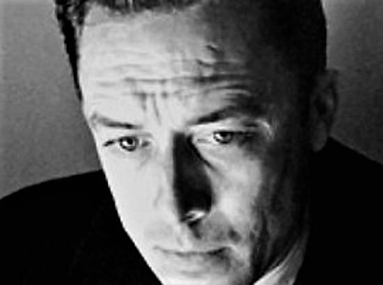 Alberto Camus da wikipedia zoom T