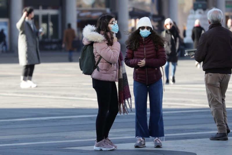 Pandemia coronavirus, milanesi con le mascherine